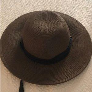 COLUMBIA S/M hat, NWOT